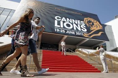 Kanų kino festivalio garsenybės peršlapo