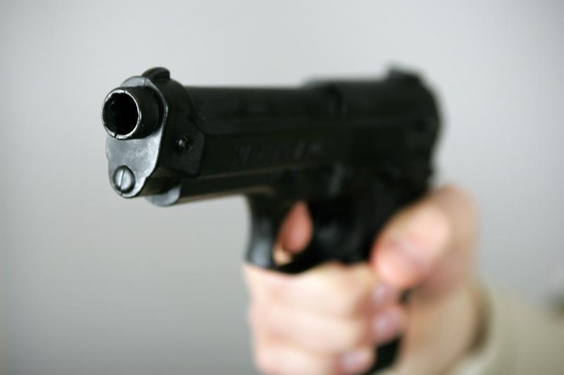 Iš sulaikytų trijų vyrų atimti šaunamieji ginklai