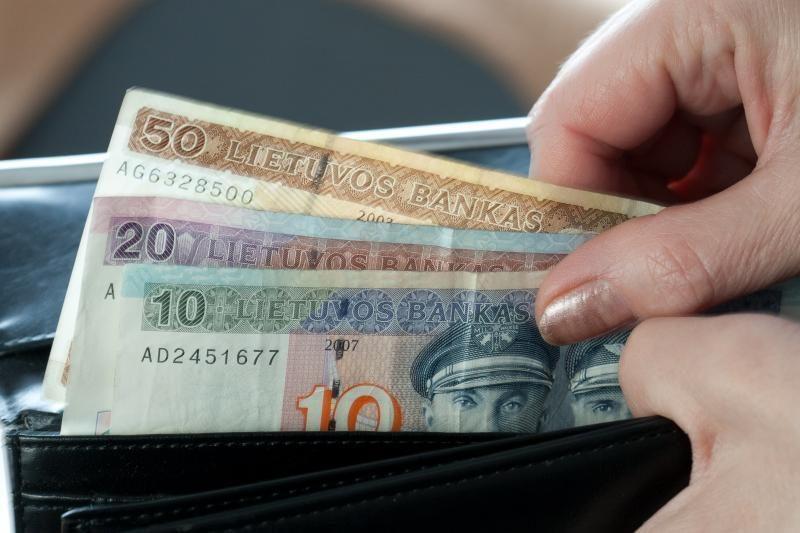 Vyriausybė pritarė draudžiamųjų pajamų atstatymui