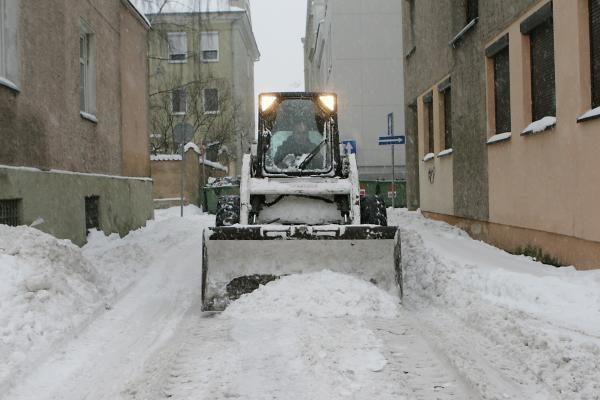 """Sniegas valytojams neįveikiamas, klaipėdiečius žadama """"apginkluoti"""" kastuvais"""