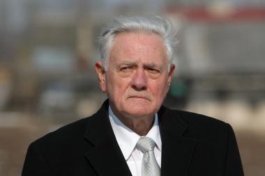 V.Adamkus tapo Žemės valandos ambasadoriumi Lietuvoje