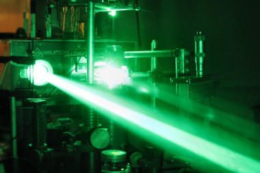 Aukštųjų technologijų įmonės skatinamos įdarbinti daugiau mokslininkų