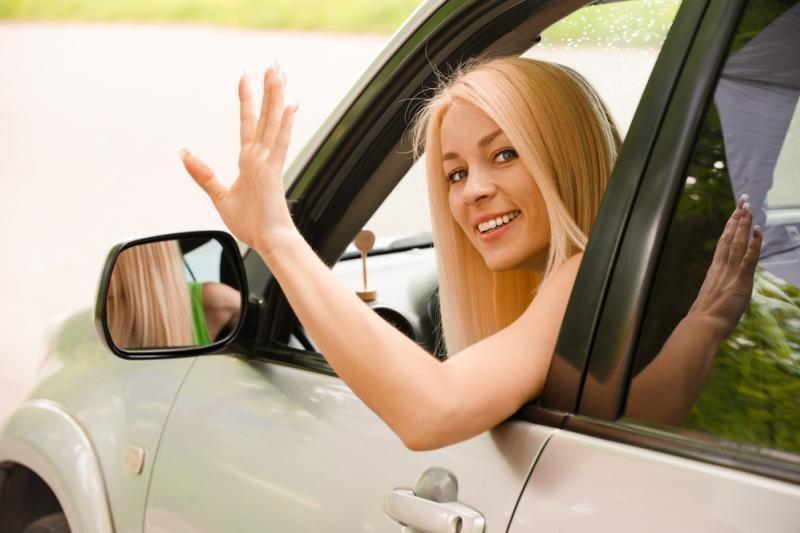 Moterims – specialios vietos, kuriose automobilį pastatyti lengviau