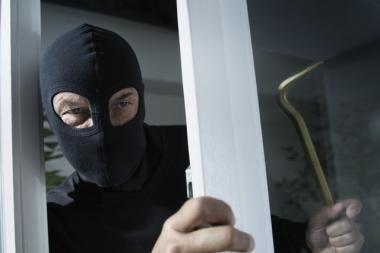 Vagys į klaipėdiečių butą įsibrovė per balkoną