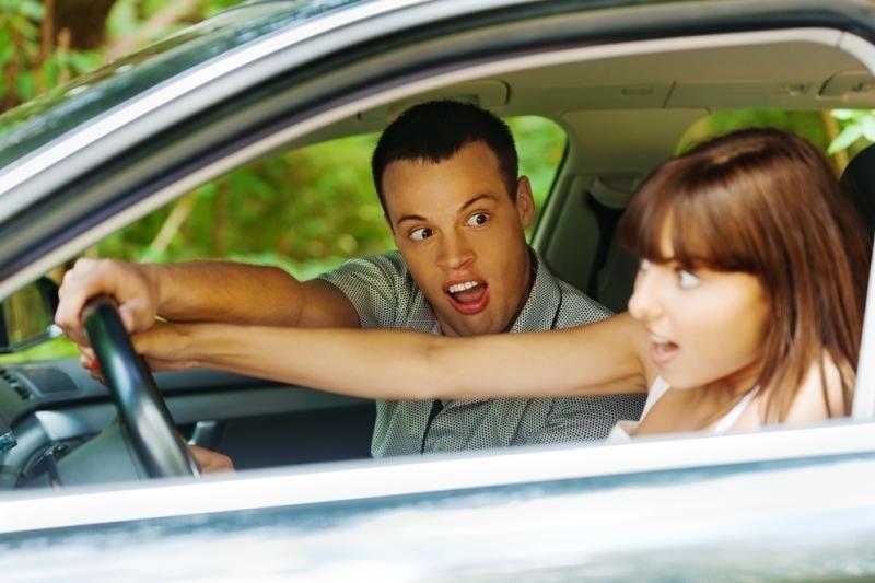 Ką daryti, kad vairuojant nesutrauktų mėšlungis?