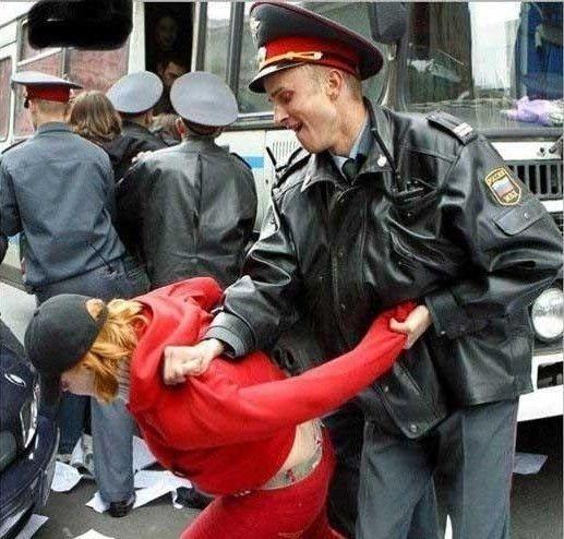 Minsko policija sulaikė įtariamuosius dėl Rusijos ambasados užpuolimo vasarą