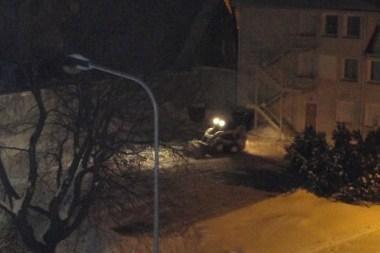 Žiema Klaipėdoje: valyti aikštelės bankininkams – naktį