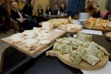 Vilniuje bus pristatytas didžiausias Lietuvoje rūkytas varškės sūris