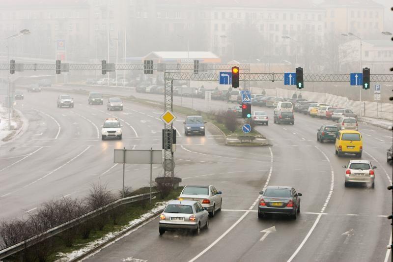 Naktį eismo sąlygas Lietuvoje sunkins rūkas