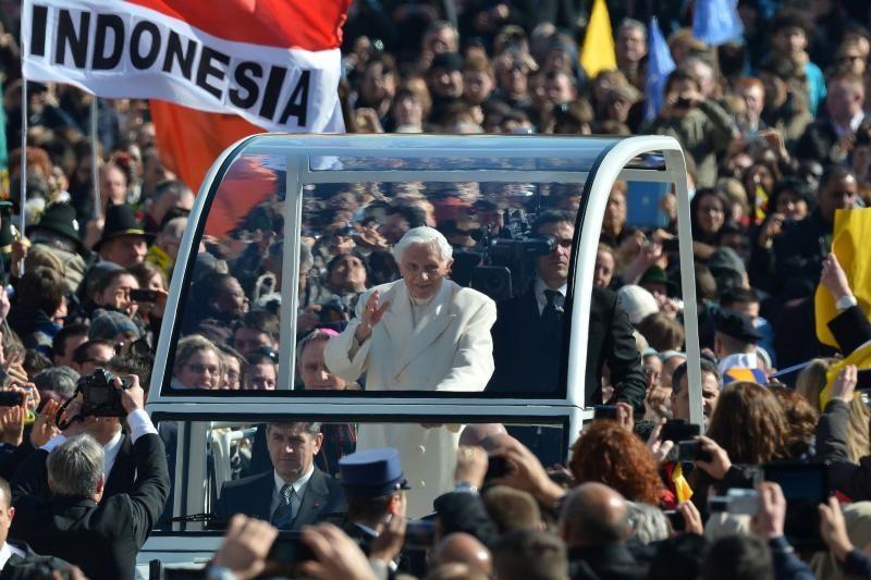 """Benediktas XVI žada """"besąlygišką paklusnumą"""" būsimam popiežiui"""