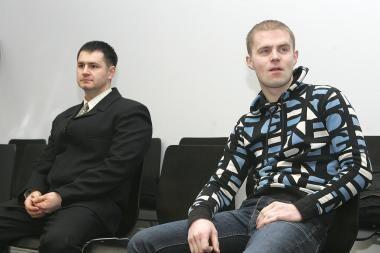 Besimylinčias poreles Kleboniškyje reketavę policininkai dar nenuteisti