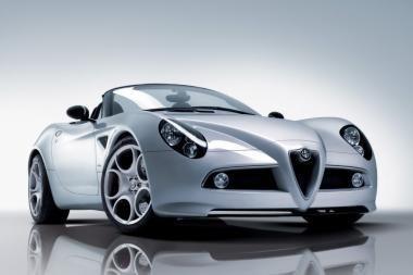 """""""Top Gear"""" gražiausiu pripažino """"Alfa Romeo 8C Spider"""""""