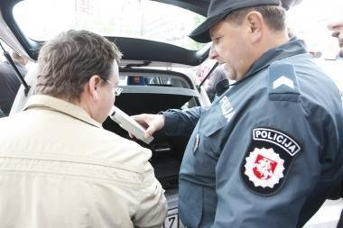 Premjeras: siekiant drausminti vairuotojus siūloma grįžti prie baudos balų sistemos
