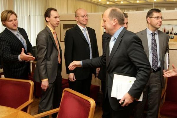 Valdančioji koalicija tarsis dėl dirbtinio apvaisinimo reglamentavimo