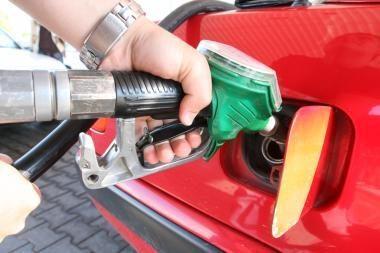 Naftos ir degalų kainos toliau mažėja