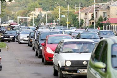Apklausa: pusė vilniečių į darbą keliauja automobiliu