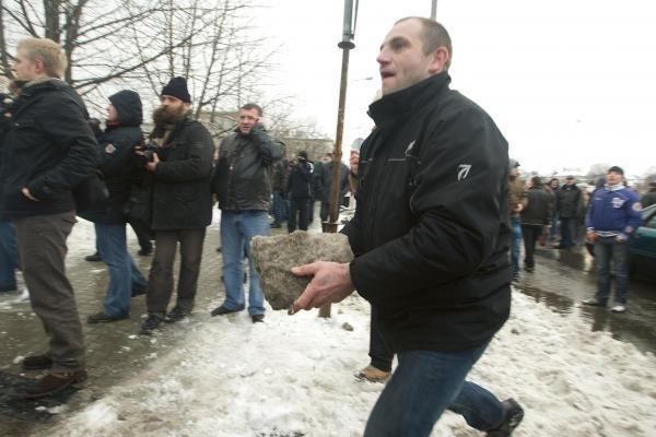 Per riaušes Vilniuje sulaikytas 151 asmuo