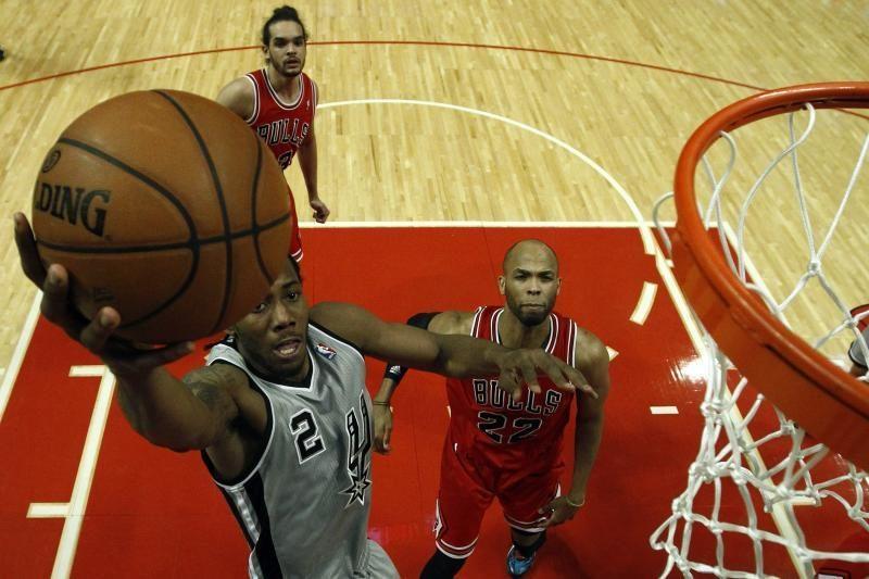 """NBA: K. Leonardas Klivlande išplėšė pergalę """"Spurs"""" (rezultatai)"""