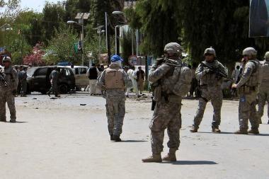 Afganistano sostinėje verda mūšiai, išpuolius rengia mirtininkai