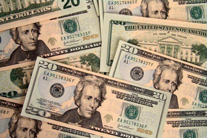 Pirmadienis prasidėjo žymiu dolerio stiprėjimu