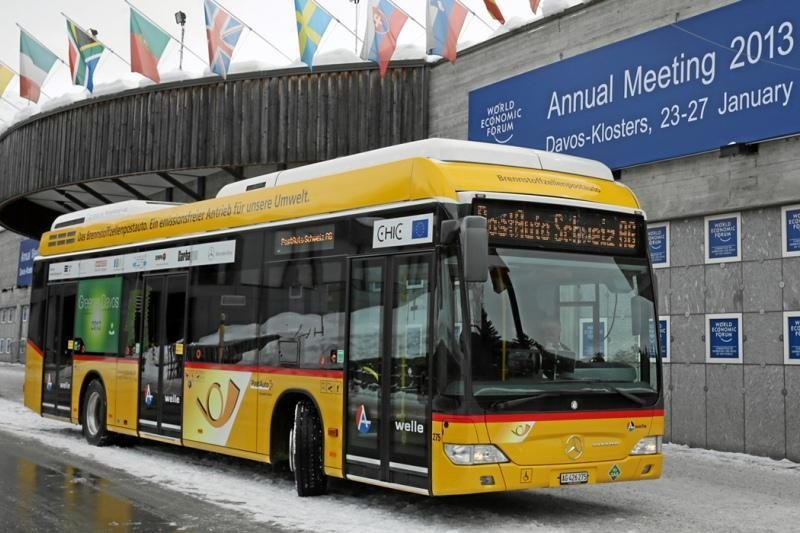 """Daimler"" dar tobulina vandenilinį autobusą"