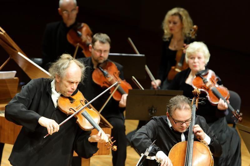 Klaipėdos koncertų salėje susipins tyli malda ir siautulingi šokiai