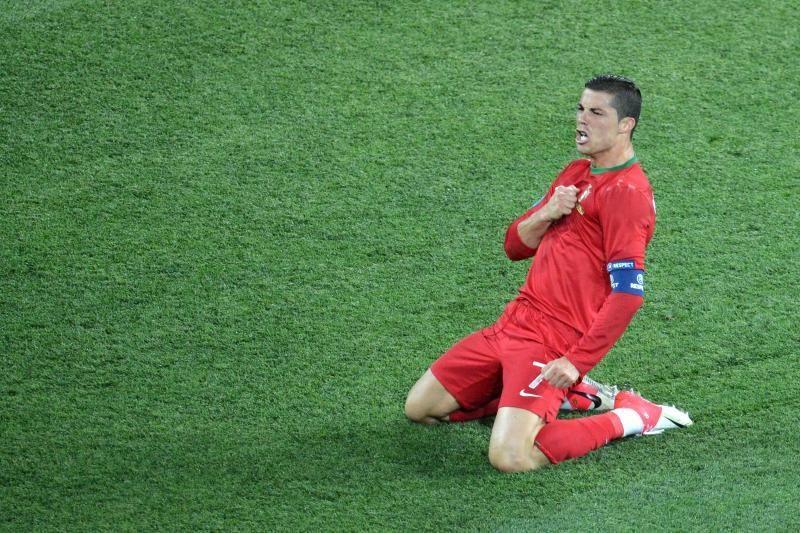 C.Ronaldo gavo apdovanojimą iš lietuvio rankų