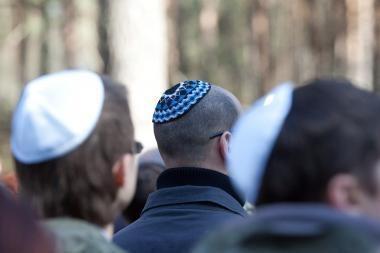 Žydų profesorius: nacių ir sovietų režimų sulyginimas ištrintų Holokaustą