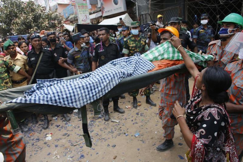Bangladeše sugriuvusio fabriko aukų skaičius perkopė 650