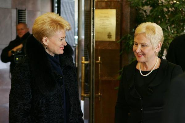 Prezidentės populiarumas po truputį mažėja, Seimo pirmininkės - didėja