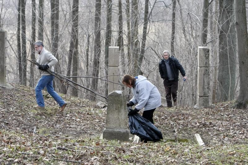 Klaipėdos praeities mylėtojai valė Tauralaukio kapines