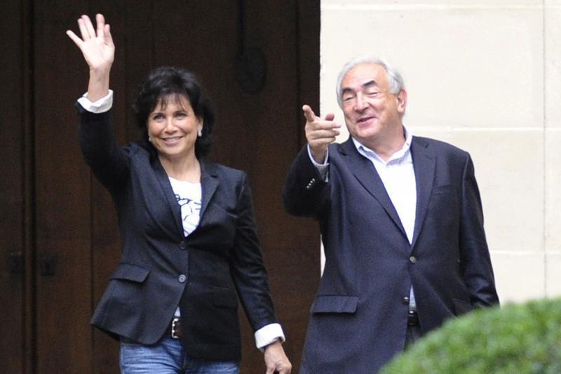 Strausso-Kahno žmona patvirtino, kad su juo gyvena atskirai