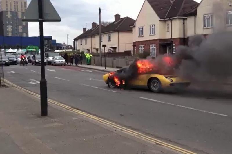 """Lamborghini Miura SV"" virto pelenais pačiame Londono centre"