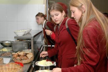 Nuo rugsėjo mokiniai valgyklose turėtų valgyti tik sveiką maistą