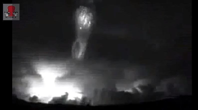 Virš Kinijos užfiksuotas gigantiškasis srautinis žaibas