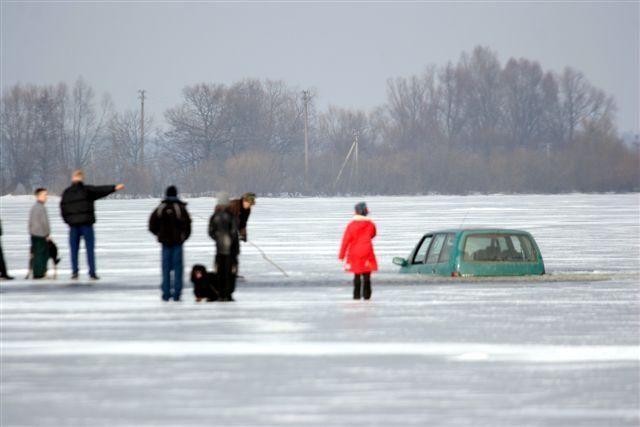 Ledu važinėti – rizikinga, gamtininkai pasiryžę skirti baudas