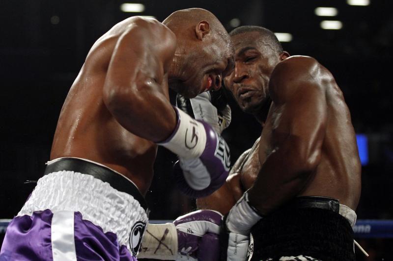 48-erių B. Hopkinsas tapo vyriausiu pasaulio bokso čempionu