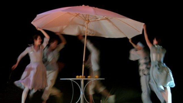 """Spektaklyje """"1/3 gyvenimo"""" teatras """"Atviras ratas"""" gilinasi į sapnus"""