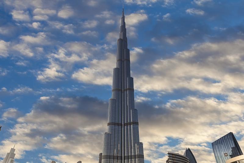 Dubajuje gaisras apgadino statomą dangoraižį