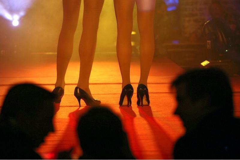 Vilniuje sulaikytos aštuonios prostitutės, pas vieną rastas ginklas