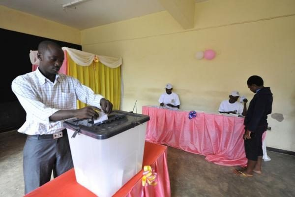 Dramblio Kaulo Kranto prezidentas paskelbė komendanto valandą prieš rinkimus