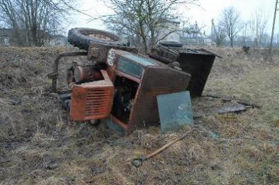 Girtas traktorininkas apvirto griovyje