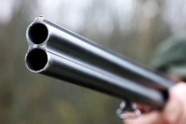 Ukmergės policija ieško vyro, grasinusio nušauti giminaitį