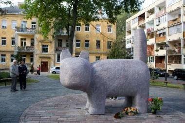 Atidengta katino skulptūra J.Ivanauskaitei