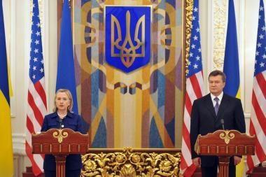 Hillary Clinton padėkojo Ukrainai už bendrininkavimą NATO