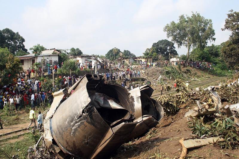 Konge ant namų nukritus lėktuvui žuvo 32 žmonės