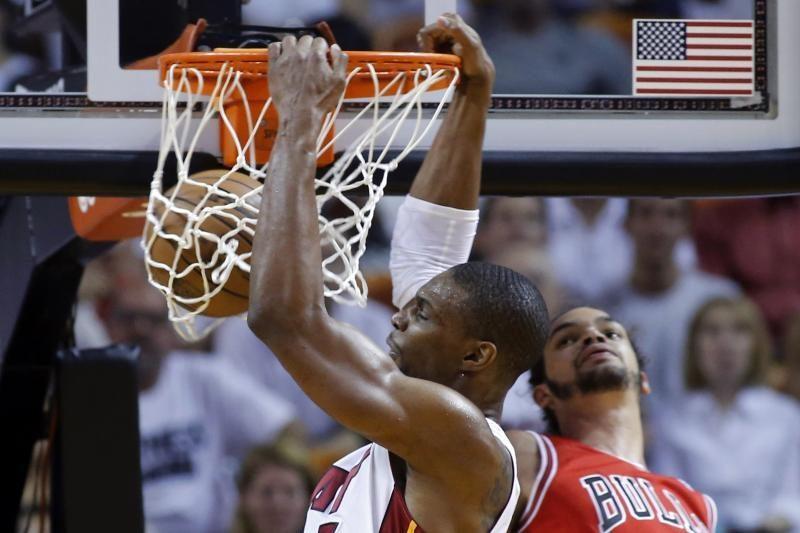 """Įtūžę """"Heat"""" sutriuškino """"Bulls"""", serija keliasi į Čikagą"""