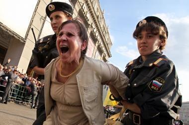 Išvaikydamas protesto mitingus OMON padėjo tašką V.Putino ginče su J.Ševčiuku (papildyta)