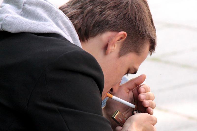 Tuščių pakelių tyrimas: nelegalūs rūkalai užima trečdalį rinkos