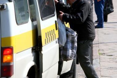 Maršrutinių taksi vairuotojams saugos diržai trukdo